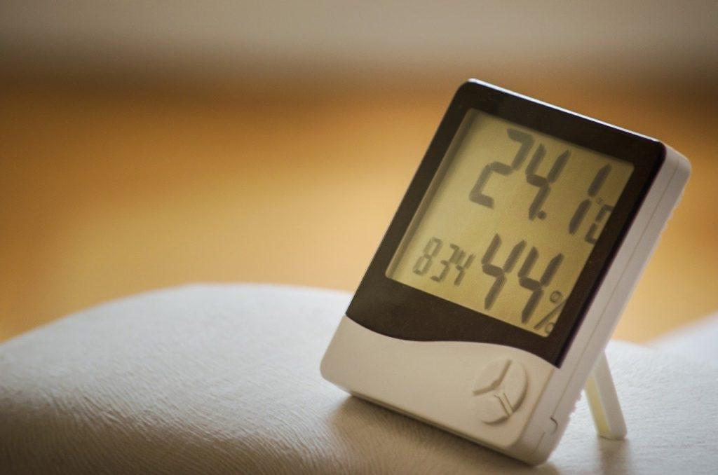 睡眠の質を高める:室温と湿度のめやす