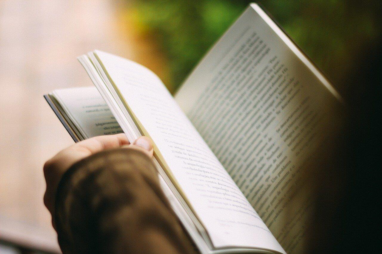 【入院中の暇つぶし】本は読まず耳で聴く│オーディオブックが最適!